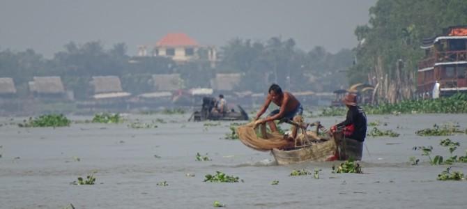 Von My Tho und An Binh aus entdecken wir den grossen Mekong mit kleinen Booten und alten Rollern